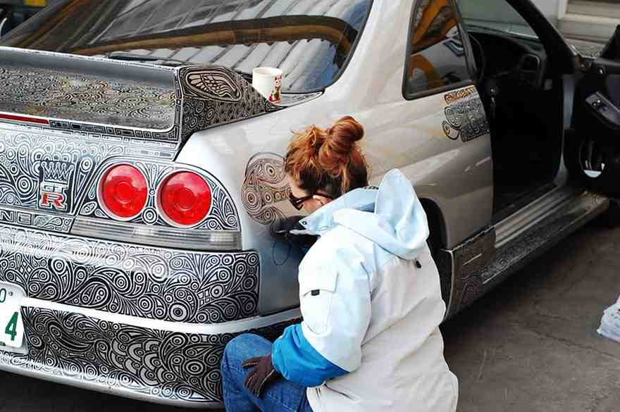 Transformation-of-Nissan-Skyline-GTR-Car-with-Just-a-Sharpie-Pen-1