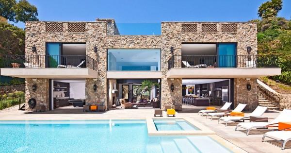 Great Architecture And Classy Interior Design