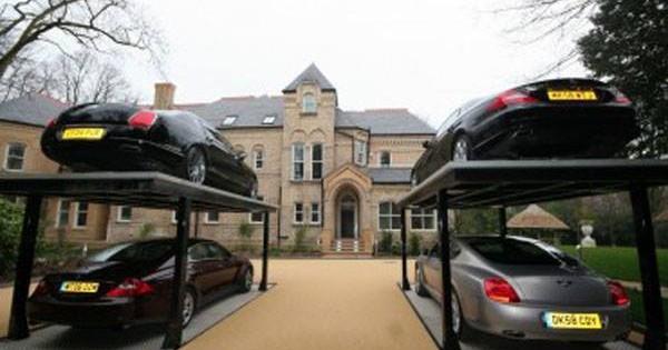 Luxurious Hydraulic Garages
