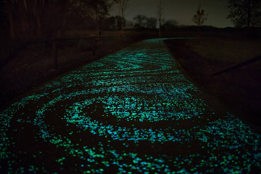 Solar-Powered Glowing Bicycle Path4