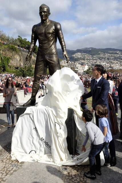 Cristiano Ronaldo unveils statue of himself