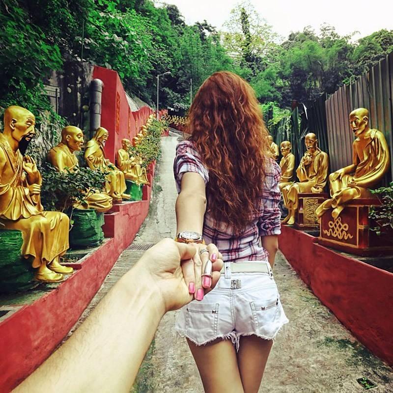 Photographer Follows His Girlfriend Around The World9