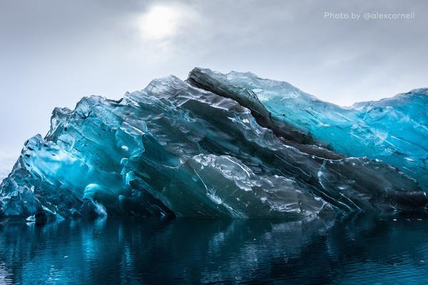 A rare sighting of an upside-down iceberg2