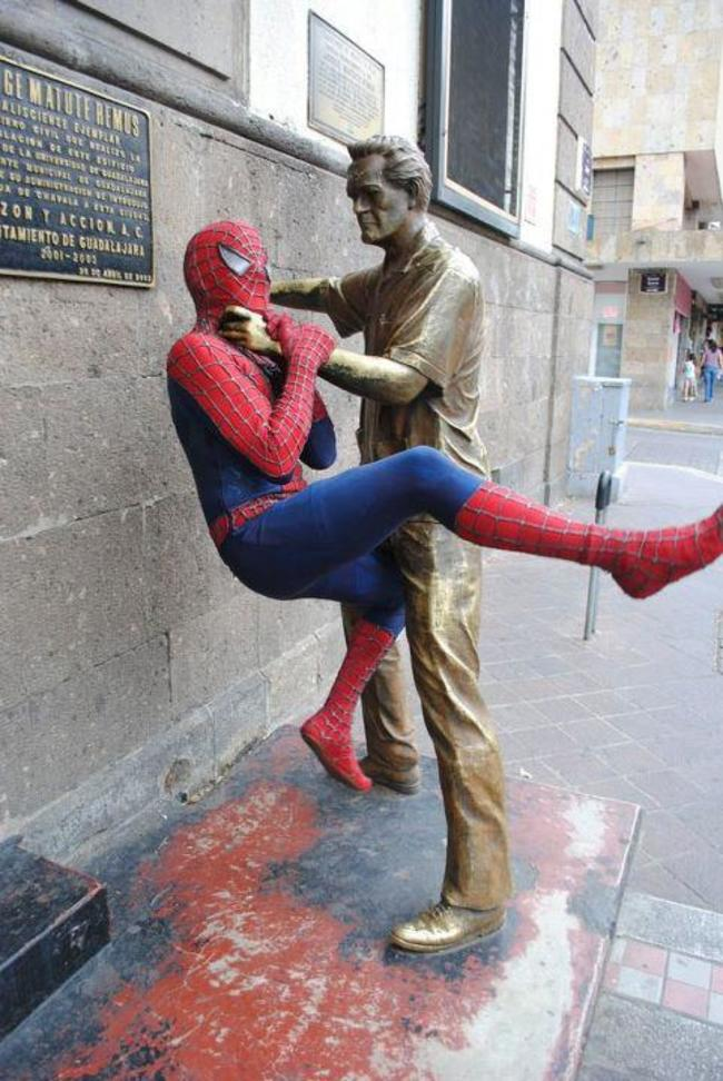 People Who Ruined These Statues In The Best Way Possible8