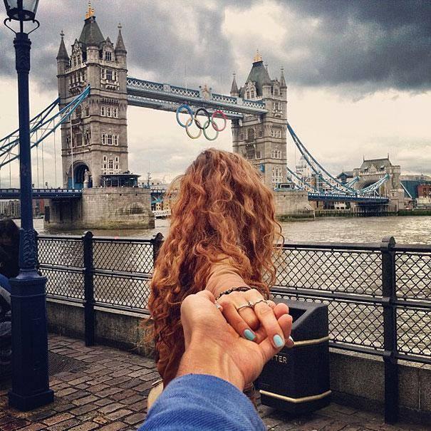 Photographer Follows His Girlfriend Around The World11