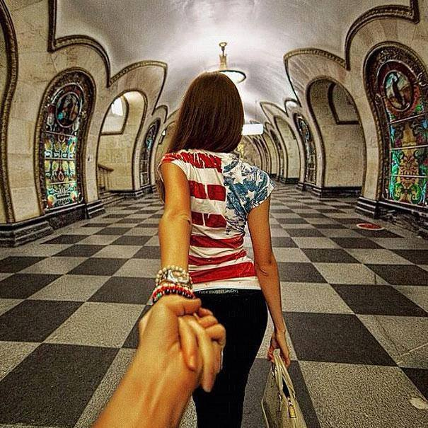 Photographer Follows His Girlfriend Around The World2