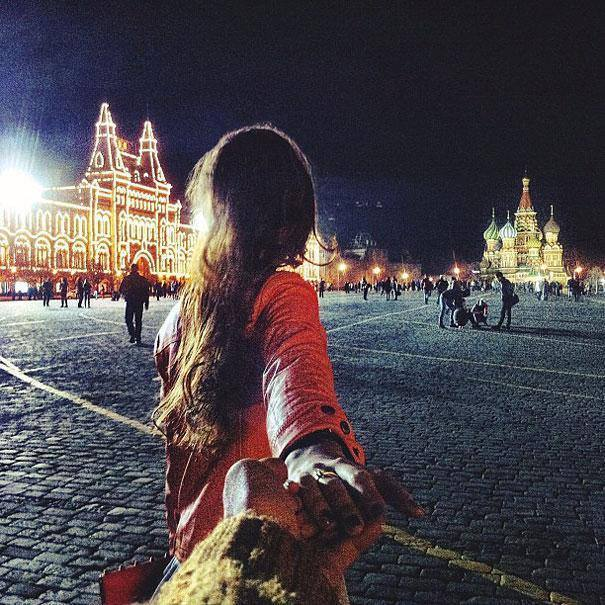 Photographer Follows His Girlfriend Around The World8