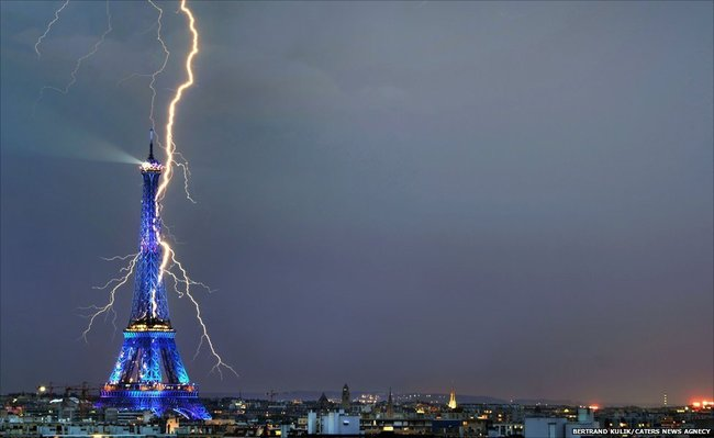 Photos of Lightning Striking Famous Places eiffel tower