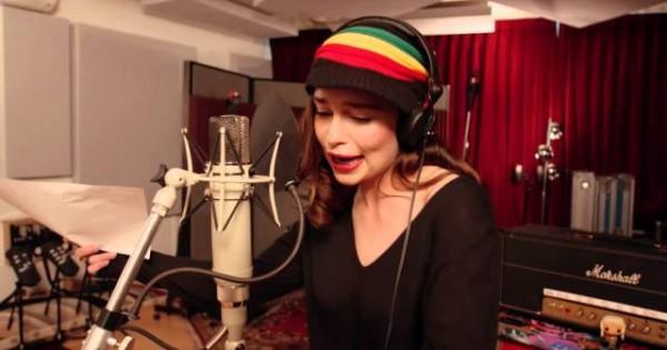 """Khaleesi Sings Reggae In """"Game Of Thrones"""" Musical"""