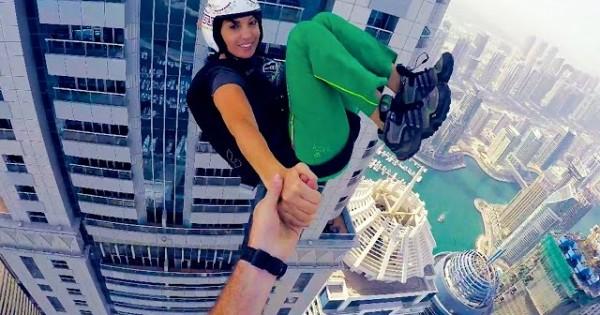 1100ft Freefall Kiss, Dubai