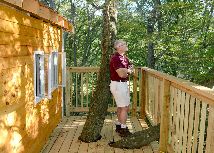 Grandfather Builds Epic 3-Story, Treehouse For His Grandkids2