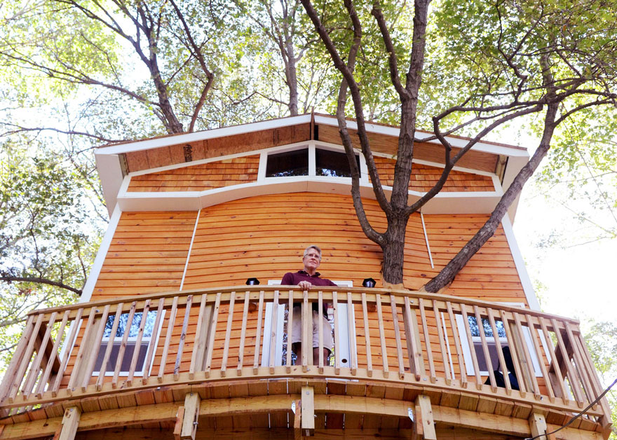 Grandfather Builds Epic 3-Story, Treehouse For His Grandkids4