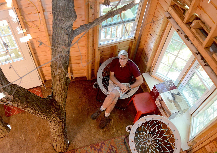 Grandfather Builds Epic 3-Story, Treehouse For His Grandkids5
