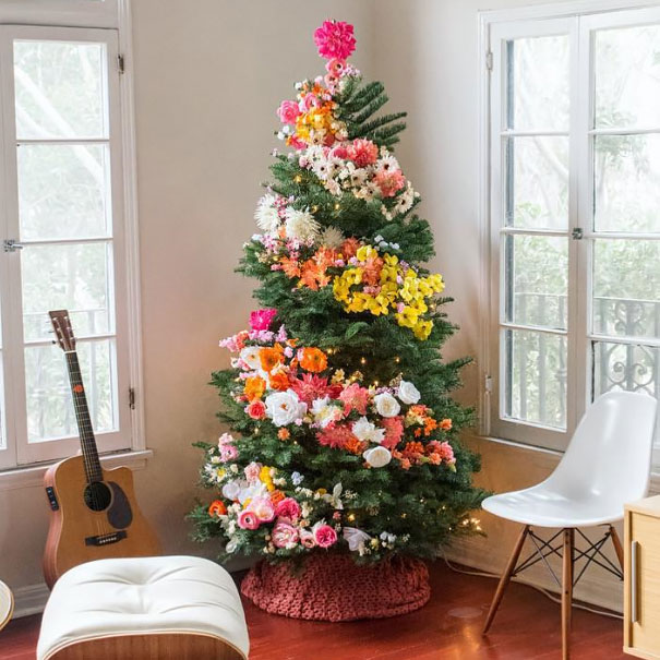 People Are Decorating Their Christmas Trees With Flowers And The Results Are2